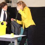 """""""Ich habe aber eigentlich keine Zeit"""" - Frau Baumann (Martina Frenzel) besucht Bettina (Signe Zurmuehlen) am Arbeitsplatz, Auftritt im Rahmen der Teamer-Tagung im ver.di Bildungszentrum Walsrode 2018"""